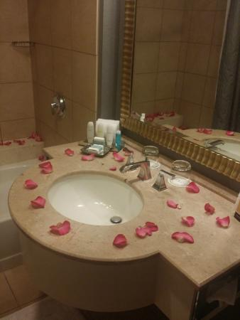 Omni Dallas Hotel at Park West: More Rose Petals Everywhere