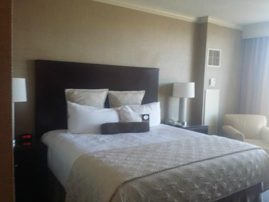 Omni Dallas Hotel at Park West: Our Room with a King Size Bed