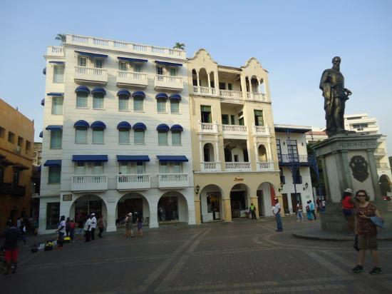 NH Cartagena Urban Royal: O hotel e a praca