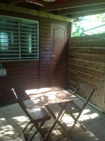 An Eol Caraibes: Une des terrasses pour le petit dèj,