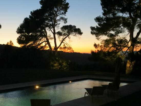 Le Mas del Sol: Sunset by pool