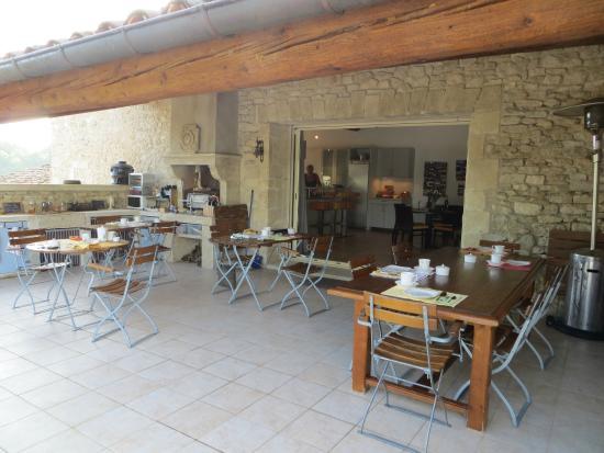 Le Mas del Sol: Outdoor Kitchen and Terrace