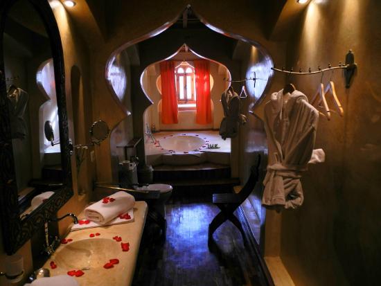 Riad Chbanate: the bathroom