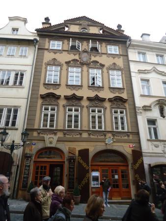 Hostel Santini Prague: La fachada del hostel.