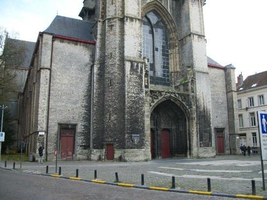 St Michael s Church: Les travaux furent interrompus à différentes reprises