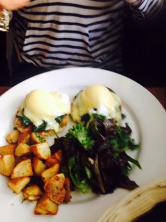 Bistro Central Parc: Eggs Benedict