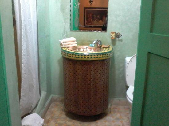 Riad La Kahana : lavandino in rame