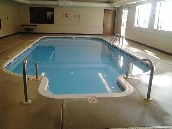 Super 8 by Wyndham Pevely: pool