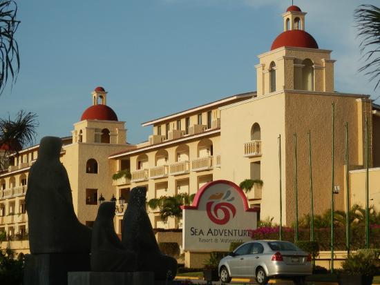 All Ritmo Cancun Resort & Waterpark : Vista del frente del Hotel