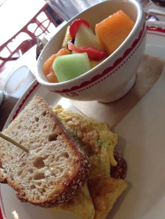 Le Boulange Bakery: Egg and tomato sandwich with multi grain bread and ...