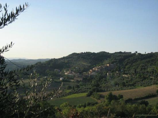 Widok na San Dalmazio z Agriturismo Apparita