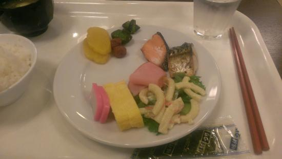 Fujieda Tomari: 朝食・もうちょっとキレイに盛るべきでした・・・