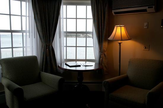 Bar Harbor Inn: Room 207 sitting area