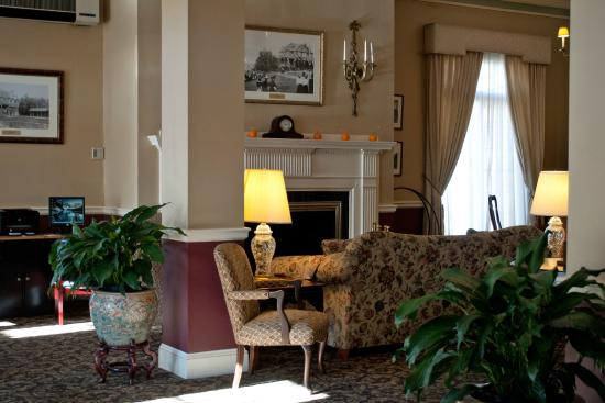 Bar Harbor Inn's lobby