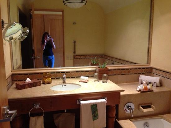 Grand Fiesta Americana Los Cabos All Inclusive Golf & Spa : nice and spacious bathroom