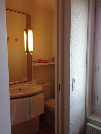Ibis London Blackfriars: Banheiro tipo Navio, mas espaçoso.