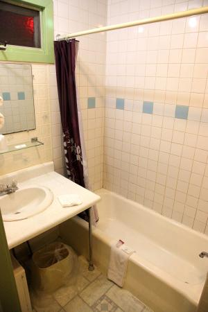 Dutch Motel Shartlesville: Room 11 bathroom