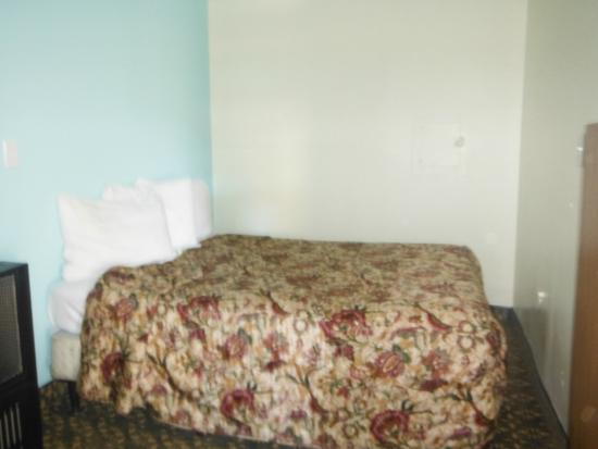 Blue Jay Lodge: Old beds