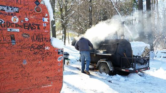 Smokin' Good BBQ : Working the smoker