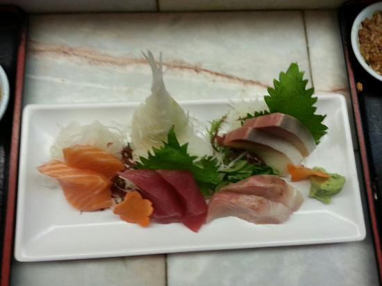 Cherry Blossom Japanese Restaurant: Sashimi - pieces are nerly a little bit too big but delicious. ..