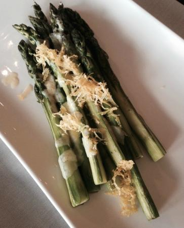The Rocks Restaurant: Green Asparagus with lemon zest