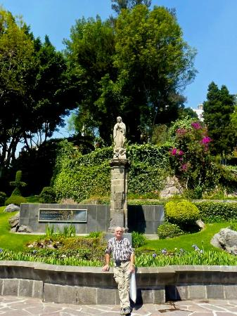 Jardin Del Tepeyac: Statue Of The Virgin Mary In The Garden