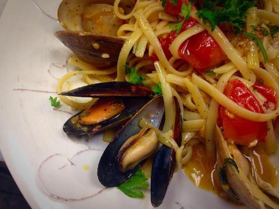 Amalfi's Italian Restaurant & Pizzeria : Cozze e Vongole