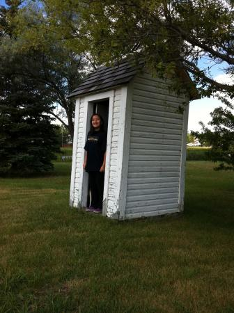 Eston, Kanada: Restored Outhouse!