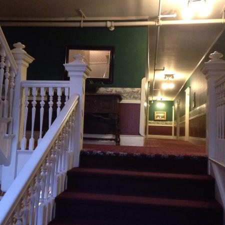 The Redstone Inn: Stairs to second floor