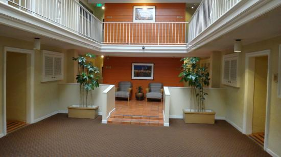 Suites at Fisherman's Wharf : hall