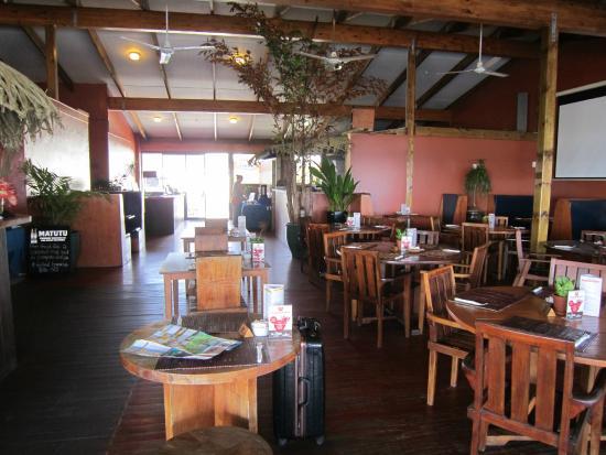 The Islander Hotel: 天井の高い素敵なレストラン&バー