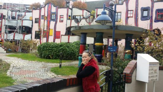 Plochingen, Germany: во дворе дома Хундентвасера