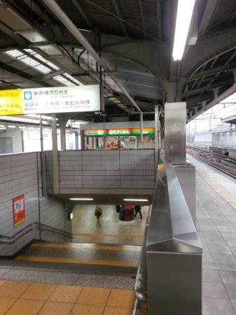 Meidai Kishimen Sumiyoshi: 名古屋在来線ホームのきしめん店です