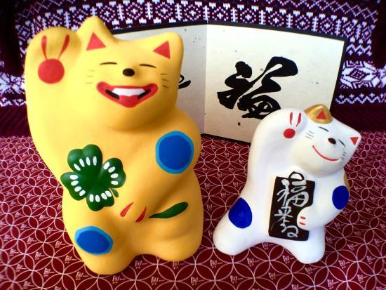 Yufu, Japan: 黄色い大猫と福来るねこ