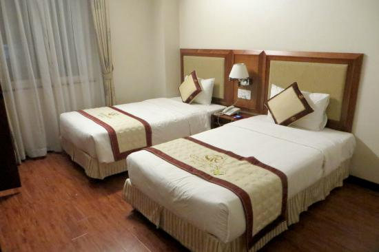 Golden Rose Hotel: Twin room