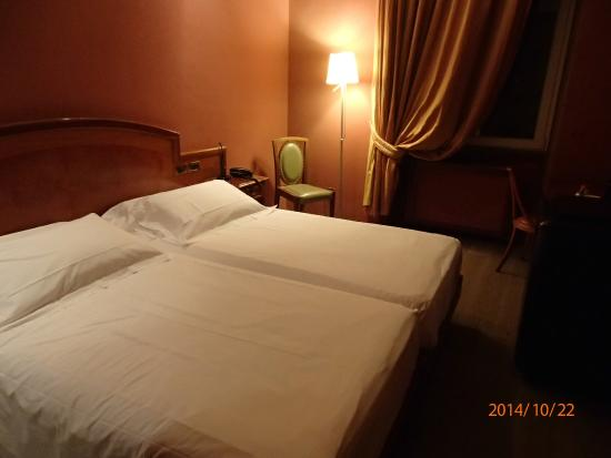 Hotel Rex: ツインルームの室内