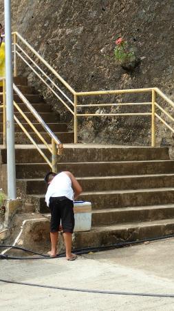 Mt Tapyas: 販售飲水的小朋友