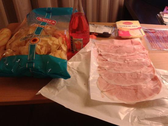 Novotel Venezia Mestre: Вечер в отеле после посещения LIDL...