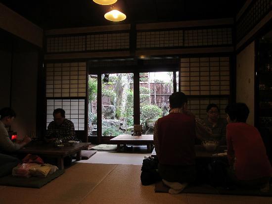Yokaro: 1階は、お庭の見える入れ込み座敷でした