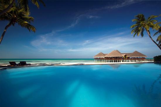 Medhufushi Island: Endless blue