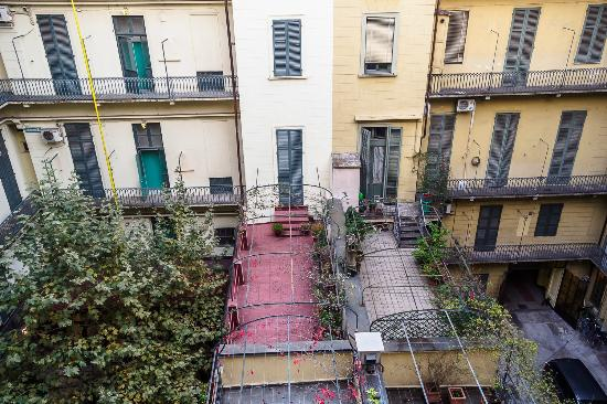 Hotel Roma e Rocca Cavour: Blick aus dem Fenster in den Innenhof