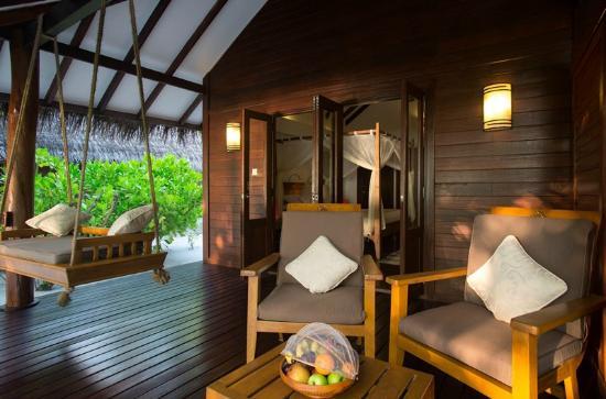 Medhufushi Island: lounging