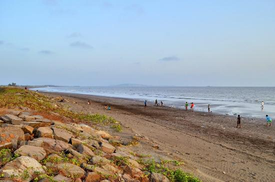 Vasai, India: Bhuigaon Beach 1