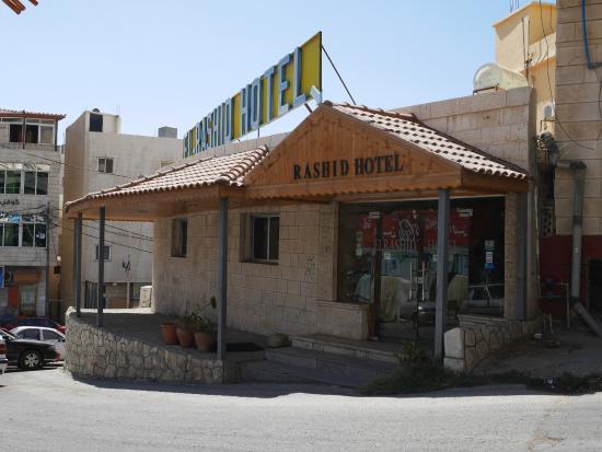 Al Rashid Hotel: Hotel Front and Entrance