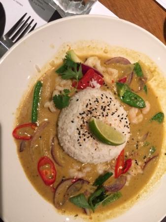 Wagamama - Bloomsbury: karryret med ris, sort sesam, kæmperejer, rødløg, slikærter, chili og andre lækre ingredienser