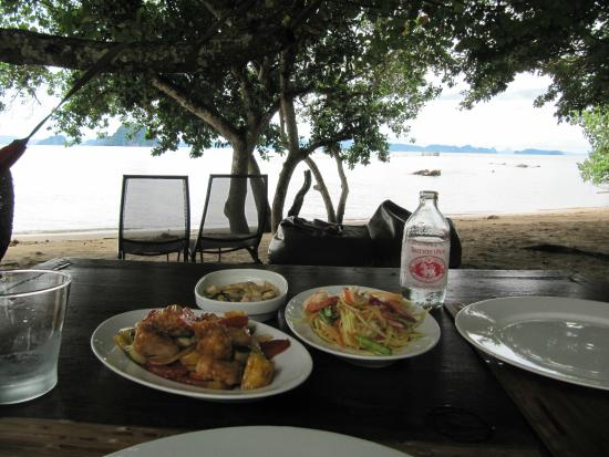 Le Passe-Temps : Lunch at the sea