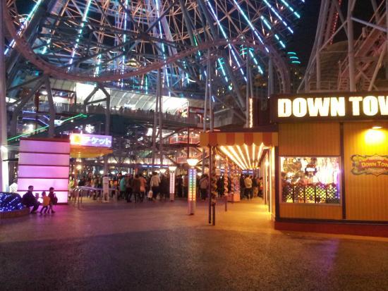 Yokohama Cosmo World : ground kiosks