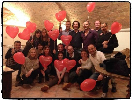 Cuoricino: CENA: Foto di gruppo con i palloncini di San Valentino