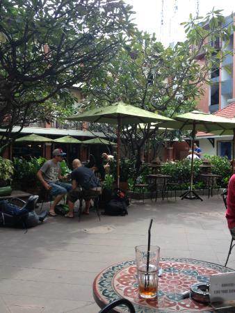 Rambuttri Village Inn & Plaza: entrée