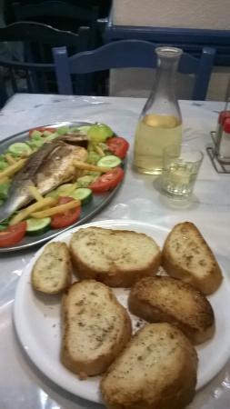 Aspro Alogo: Ужин с рыбой
